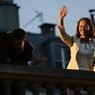 Le 6 mai 2007 dans la soirée, Ségolène Royal après sa défaite à l'élection présidentielle face au candidat de l'UMP, Nicolas Sarkozy. Elle remerciera ses électeurs depuis le balcon du siège du PS, rue de Solferino.