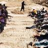 Une image provenant d'un site djihadiste montre des militants de l'État islamique en Irak et au Levant (EIIL) exécutant des dizaines de prisonniers membres des forces de sécurité irakienne dans un lieu inconnu.