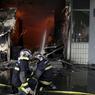 Les casseurs ont même incendiés une pharmacie du quartier après l'avoir pillée.