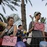 Quelques dizaines d'Israéliens de gauche organisaient une contre-manifestation non loin de là. «L'amour conquiert tout», lisait-on sur une pancarte.