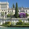 Ce palais majestueux de style vénitien est un véritable musée. Il appartient à la famille Borghèse Cavazza depuis 1870.
