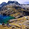 Les merveilles des Alpes néo-zélandaises ne sont accessibles qu'en hélicoptère, un privilège que la famille Wallis, propriétaire d'un lodge perdu dans cette nature grandiose, réserve à ses hôtes.