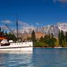 Ce vieux steamer âgé de plus de cent ans navigue sur les eaux tranquilles du lac Wakatipu.