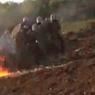 On peut voir sur cette capture d'une vidéo réalisée par les gendarmes sur place que ces engins incendiaires ont été utilisés de nombreuses fois contre les forces de l'ordre durant des altercations avec les opposants au barrage.