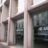 Sur la façade du bureau du journal « Le Soir » à Bruxelles.