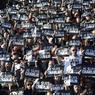 Lors du match de Top 14 entre le RC Toulon et le Racing-Metro, à Toulon, les supporters ont également rendu hommage aux victimes.