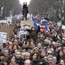 Le boulevard Voltaire qui rejoint la place de la République à la place de la Nation était noir de monde. La marche initialement prévue s'est transformée en rassemblement géant dans le centre de Paris.