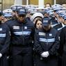Devant les policiers présents, François Hollande a assuré que les trois victimes étaient «trois fonctionnaires qui représentaient la diversité des origines et des parcours».