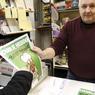 Le kiosquier au boulevard Berthier à Paris a vendu 60 numéros dés l'ouverture de son kiosque à 7 heures du matin.