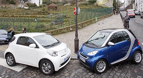toyota iq contre smart deux puces dans la ville. Black Bedroom Furniture Sets. Home Design Ideas