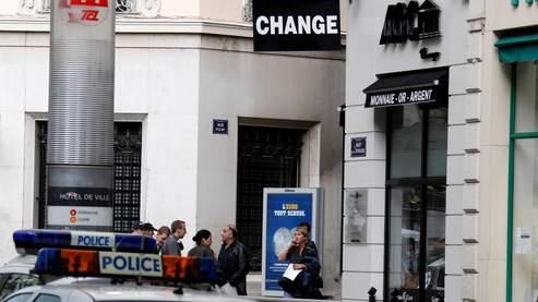 un bureau de change attaqu 233 dans le centre ville de lyon