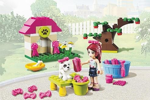 playmobil et lego se disputent les petites filles. Black Bedroom Furniture Sets. Home Design Ideas