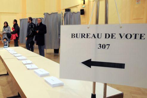 les heures de fermeture des bureaux de vote maintenues