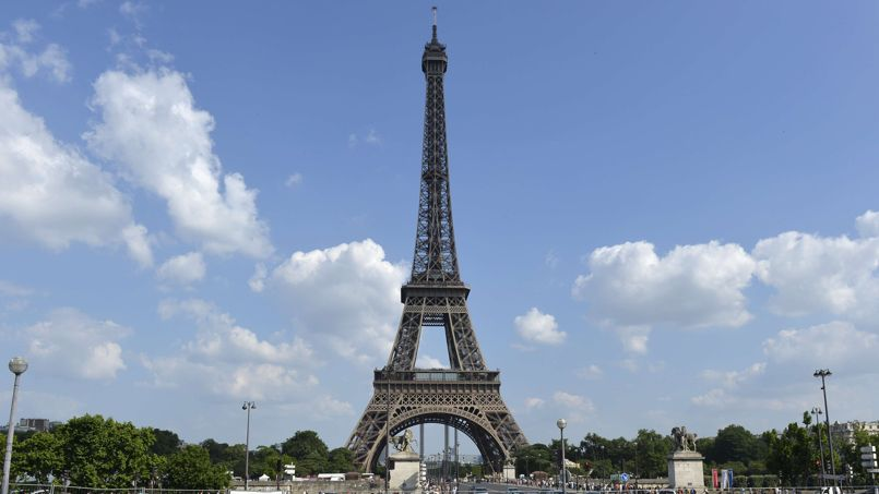 google emm ne les internautes visiter la tour eiffel. Black Bedroom Furniture Sets. Home Design Ideas