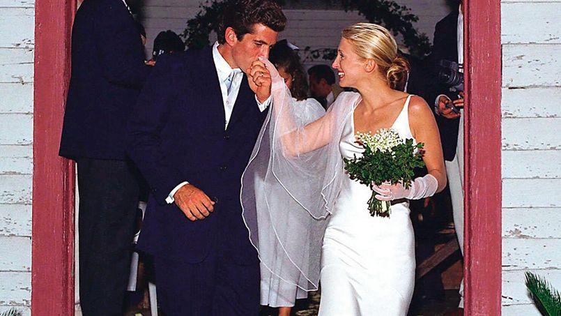 carolyn bessette kennedy porte une robe de mari e narciso