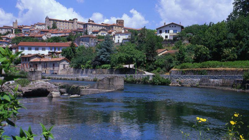 Saint lizier abandonne les rangs des plus beaux villages for Beau village autour de toulouse