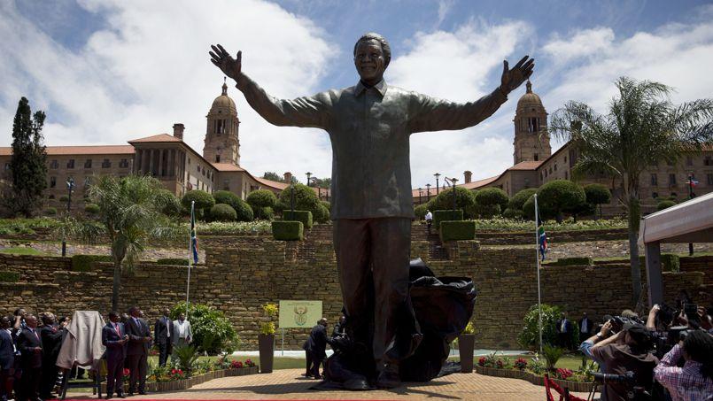 Une statue g ante de nelson mandela la mani re du christ for Jardin nelson mandela