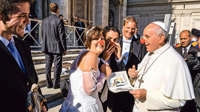 Картинки по запросу pape francois au nez rouge