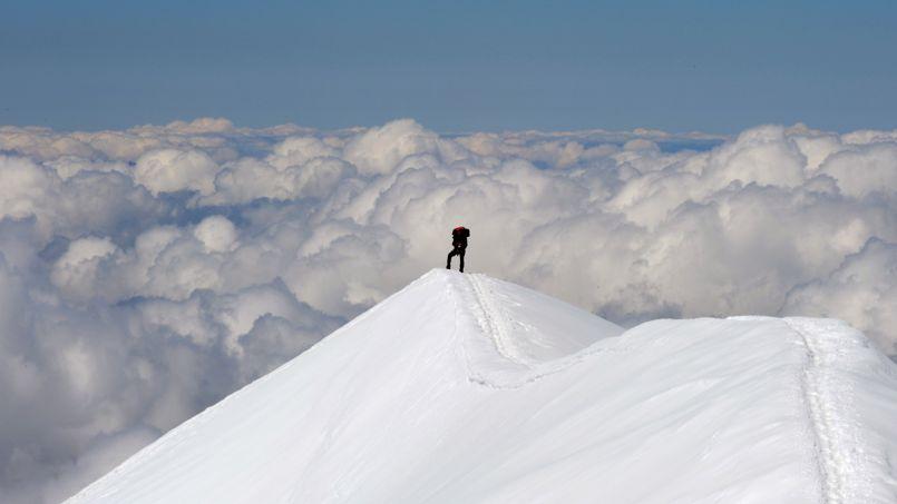 dans le plus haut refuge du mont blanc la surfr 233 quentation d alpinistes devient dangereuse