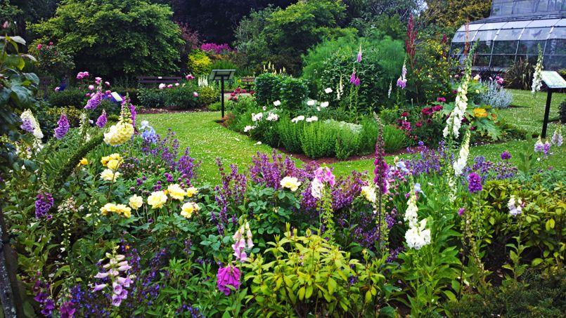 Promenade dans le jardin des poisons d 39 agatha christie for Au jardin des plantes poem
