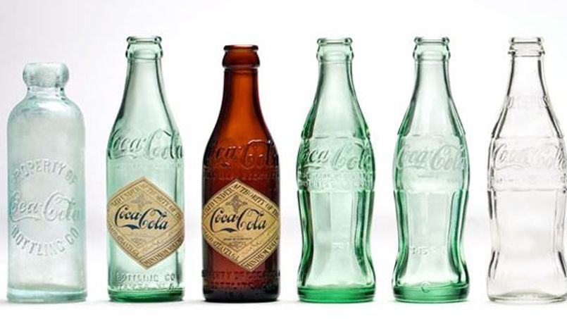 coca cola f te les 100 ans de sa bouteille en verre. Black Bedroom Furniture Sets. Home Design Ideas