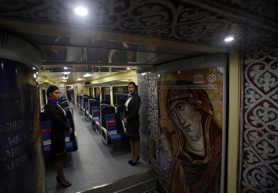 Un train serbe entre sur le territoire kosovar