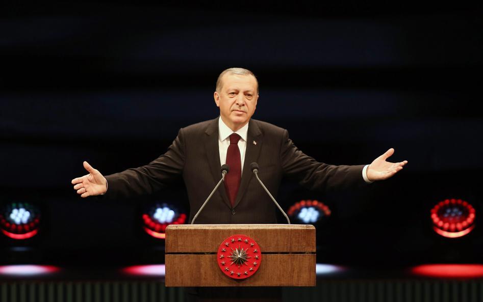 Le Parlement approuve le renforcement des pouvoirs d'Erdogan — Turquie