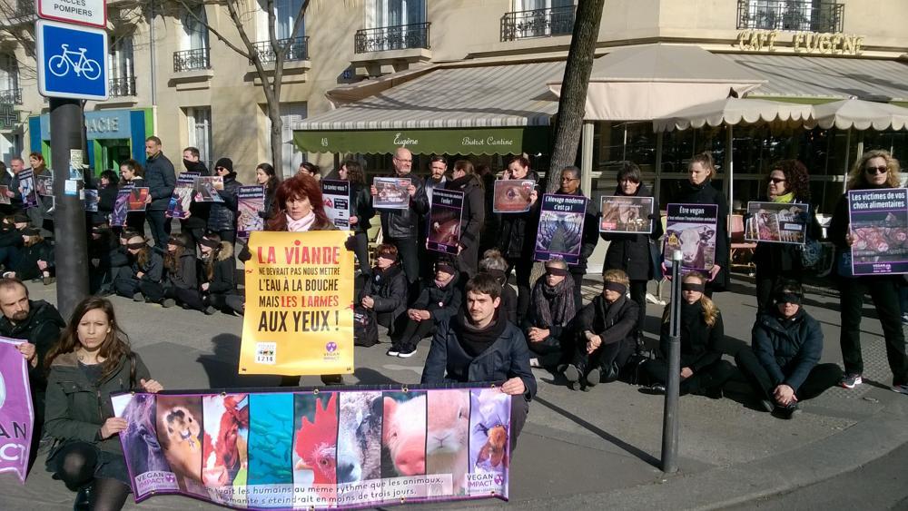Manifestation vegan au salon de l 39 agriculture for Salon vegan paris 2017
