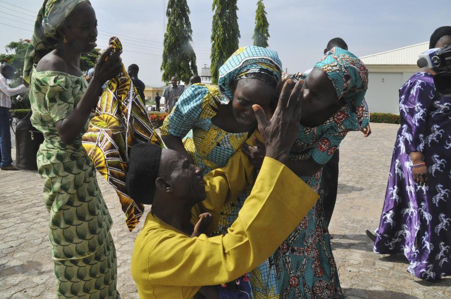 VIDÉO - Nigeria: les lycéennes de Chibok retrouvent leurs parents