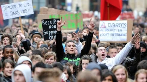 Les lycéens dans la ruemalgré le recul de Darcos
