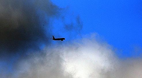 Des avions scientifiques analysent le nuage de cendres