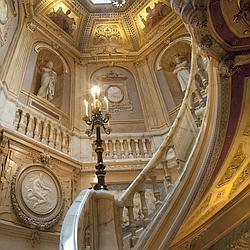 Enqu te sur les cercles et les lieux de pouvoir for La maison du lit paris