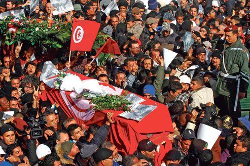 L'adieu dans le calme des Tunisiens au «martyr» Belaïd
