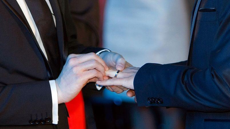 Les maires tenus de célébrer les mariages homosexuels