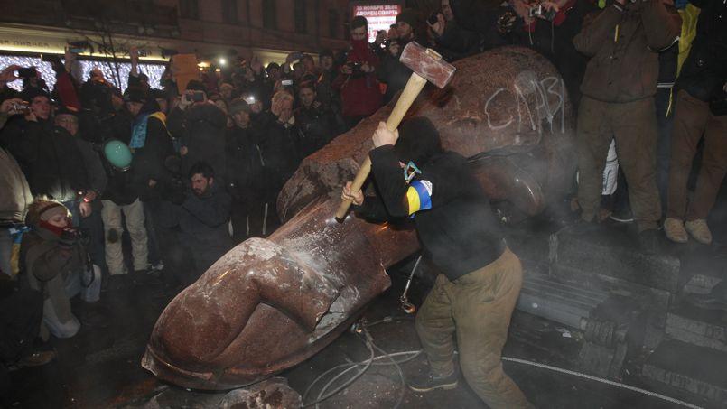 L'opposition déferle dans les rues de Kiev