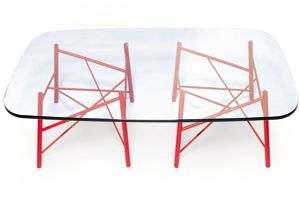 Triangolazioni table par Philippe Nigro.