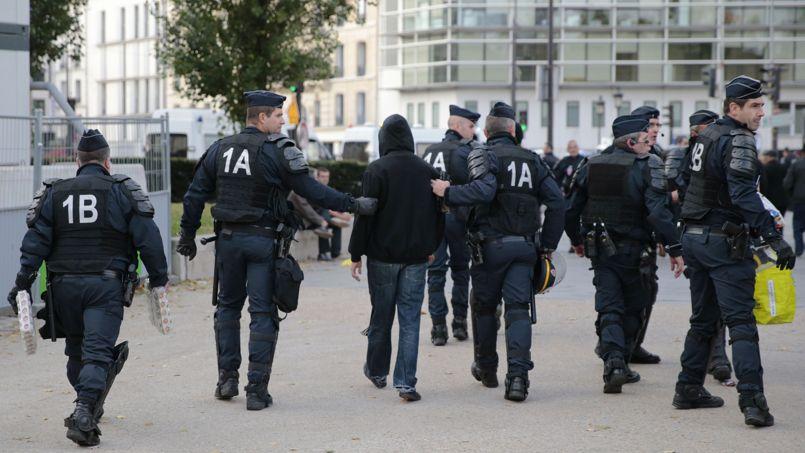 Mort de Rémi Fraisse : la démonstration de force de la police pour éviter tout débordement à Paris