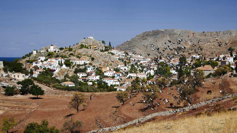 La ville d'Hydra côté campagne, aride, escarpée, rocailleuse. Un charme particulier et envoûtant.