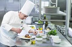 dressage assiette par un chef