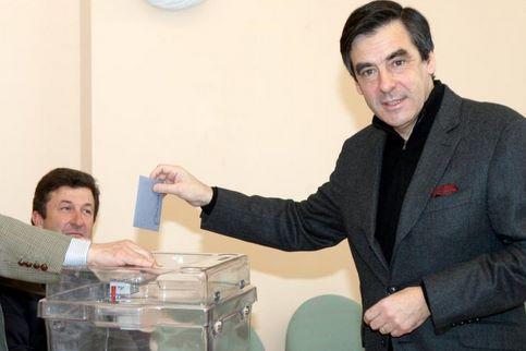 François Fillon. En sixième position sur la seule liste en lice à Solesmes, le premier ministre est réélu conseiller municipal sans surprise au premier tour.