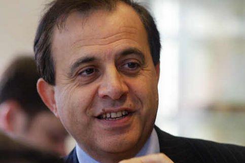 Roger Karoutchi. Le secrétaire d'Etat aux Relations avec le Parlement était présent sur une liste élue au premier tour à 52.34% à Villeneuve-la-Garenne (Hauts-de-Seine).