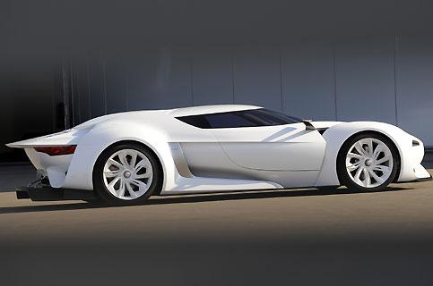 Le châssis a en effet été construit chez un spécialiste anglais de la réplique de Ford GT 40. « Elle a tout pour rouler, dit Gilles Vidal, le responsable des projets avancés, et nous allons trouver un V10 ou un V12 de course à installer dedans. »