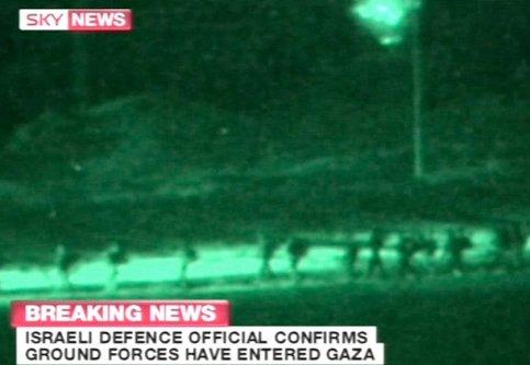 Samedi, dans la soirée, Israël lance son offensive terrestre sur la bande de Gaza. Elle durera de
