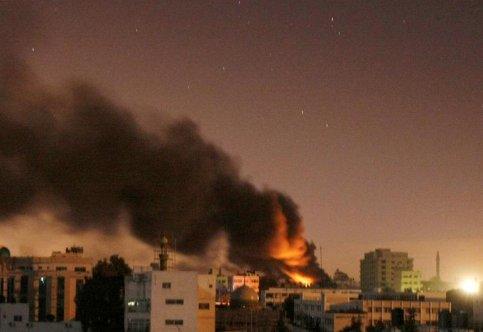 Des chars israéliens ouvrent le feu sur des positions du Hamas dans le nord de Gaza, essuyant en retour des tirs de mortier. Le Hamas menace de transformer le territoire palestinien en