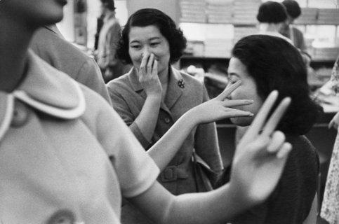 Japonaises et jeux de mains (inédit), Tokyo 1958