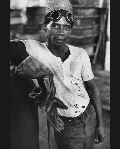 Ouvrier dans un atelier (inédit), Cuba 1963
