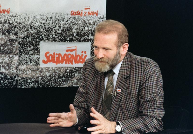 Bronislaw Geremek (1932-2008), la figure de l'arrivée des pays de l'Est en Europe. Militant communiste et antifasciste, Geremek agit aux côtés de Lech Walesa au sein du syndicat Solidarité pour libérer la Pologne du communisme et de l'influence de l'ex-URSS. En 1989, il négocie le partage du pouvoir entre Solidarité et parti communiste. Européen convaincu, il milite activement pour le retour de son pays dans l'Union européenne, qui sera effective en 2004.