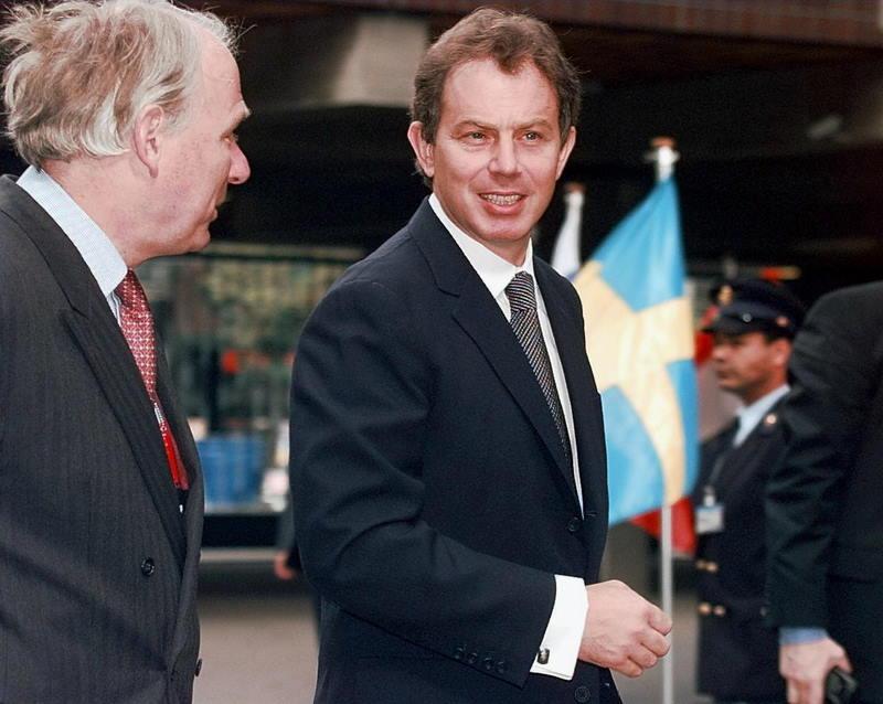 Tony Blair (1953-), le rêve d'une Angleterre plus européenne. Dès son arrive au pouvoir en 1997, Tony Blair veut rompre avec l'euroscepticisme des années Thatcher-Major. S'il maintient l'axe transatlantique comme sa priorité diplomatique, notamment en s'engageant dans la guerre en Irak, Tony Blair tente d'imposer une vision britannique de l'Europe, en demandant notamment une refonte de la politique agricole commune, défendue bec et ongles par Jacques Chirac. Le premier ministre britannique multiplie cependant les gestes européens, en signant par exemple le chapitre social du Traité de Maastricht ou la Convention européenne des droits de l'Homme.