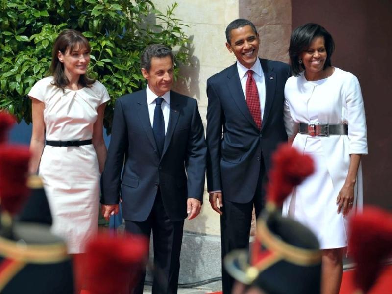 Les chefs d'Etat écoutent les hymnes américains et français avant de s'engouffrer dans la préfecture de Caen pour leur entretien bilatéral. Les deux présidents évoquent longuement la question iranienne et le Proche-Orient.
