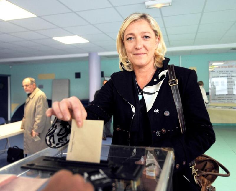 La vice-présidente du Front national, Marine Le Pen, a été réélue en obtenant 10,18% des voix dans la circonscription du Nord-Ouest. Elle a notamment réussi le meilleur score de France du FN dans la commune d'Hénin-Beaumont (Pas-de-Calais) où elle est conseillère municipale. Marine Le Pen y a recueilli 27,92% des voix, arrivant ainsi en tête et battant le PS de plus de 10 points. Jean-Marie Le Pen a de son côté été réélu dans le Sud-Est, où le FN a recueilli 8,49% des suffrages.